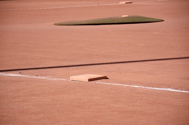 baseball-field-1495659_640 (1)