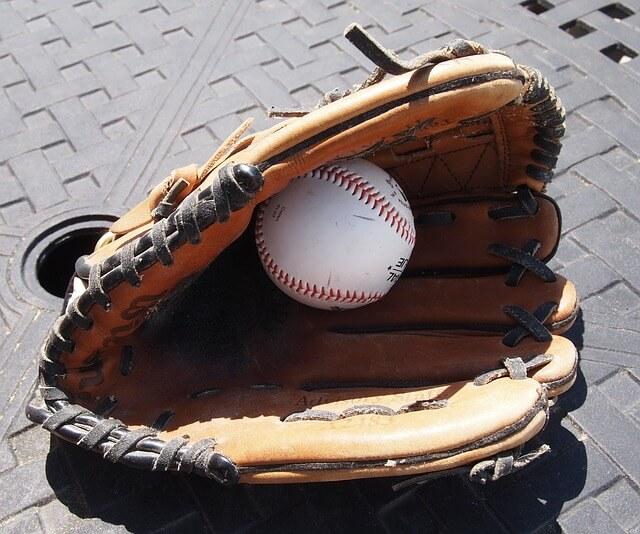 baseball-glove-858367_640