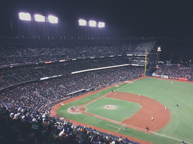 baseball-field-802107_640