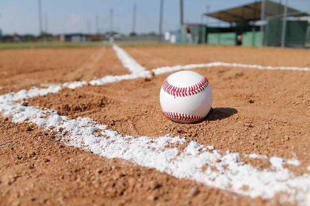 baseball-field-1563858_640 (1)